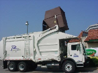 Trash collection truck