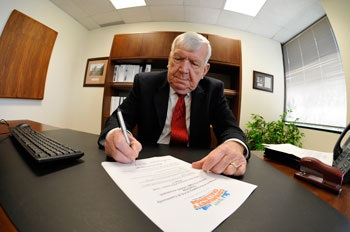 Mayor bob Townsend Signing Pledge