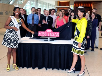 Miss Texas Sign Unveil Group